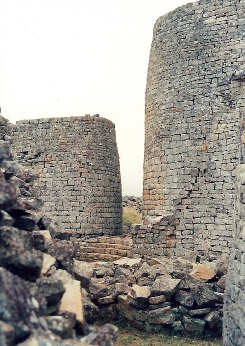 1365144978_tower_great_zimbabwe1
